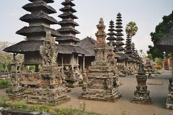 tempel op berg